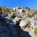 16 Subiendo entre las rocas