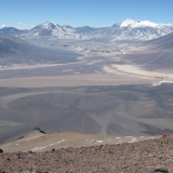 33 Un Pequeño Crater Entre Gigantes